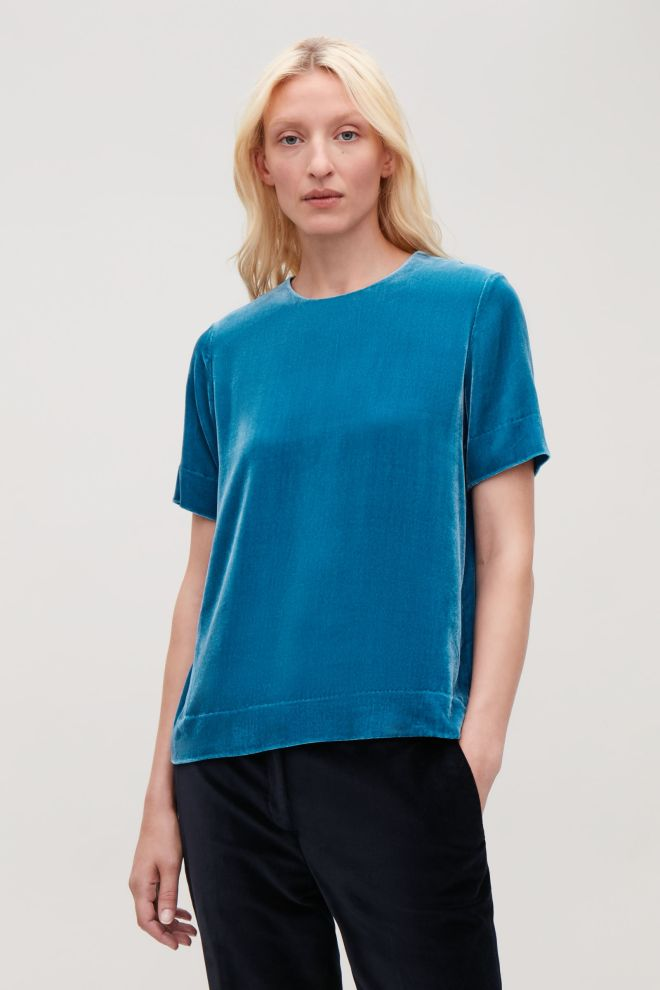 cos-short-sleeved-velvet-tee-£59