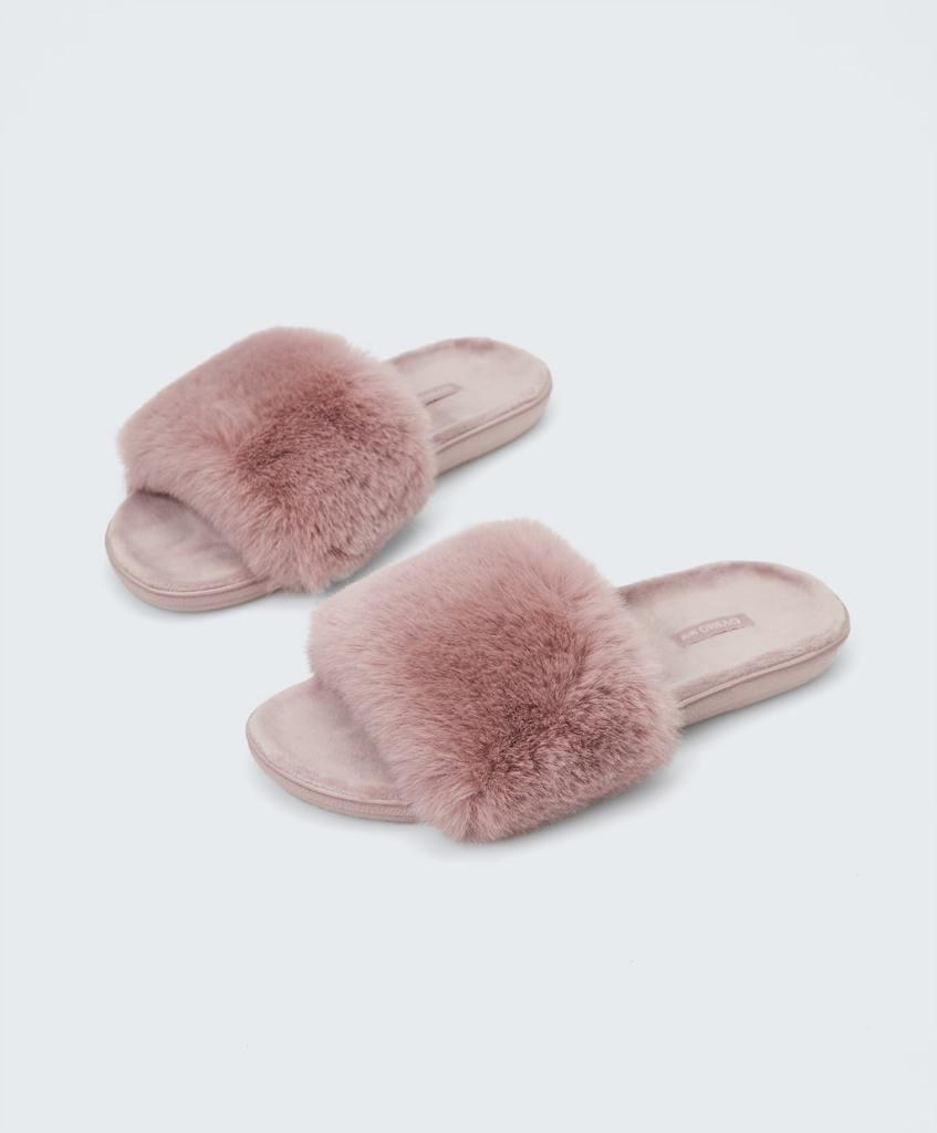 Oysho Furry Lightweight slides £19.99